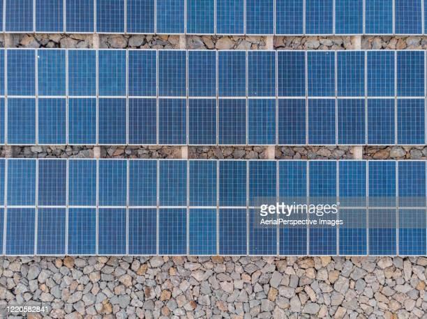 drone view of solar panels - steuerpult stock-fotos und bilder