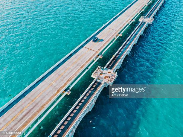 drone view of the overseas highway in florida keys with turquoise watercolor. - 斜めから見た図 ストックフォトと画像