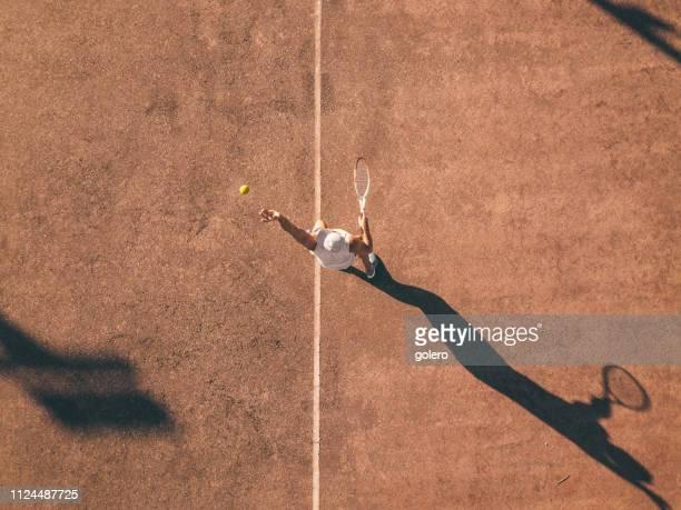 vista de zangão em tênis de serviço - tennis - fotografias e filmes do acervo
