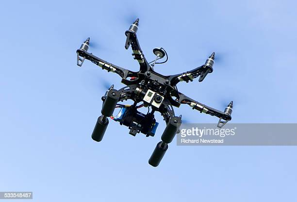 drone with camera - drone photos et images de collection