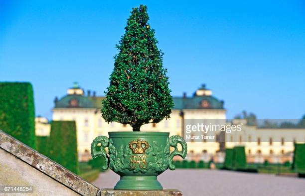 drottningholm palace in stockholm - drottningholm palace stock pictures, royalty-free photos & images