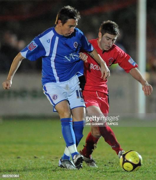 Droylsden's Alex Brown and Chesterfield's Darren Currie