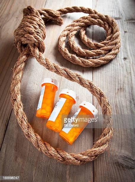 abuso de drogas - suicidio pastillas fotografías e imágenes de stock