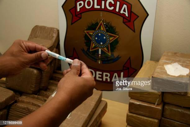 ブラジルにおける薬物発作 - 連邦警察 ストックフォトと画像