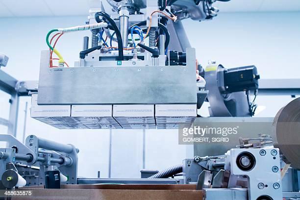 drugs production - sigrid gombert imagens e fotografias de stock