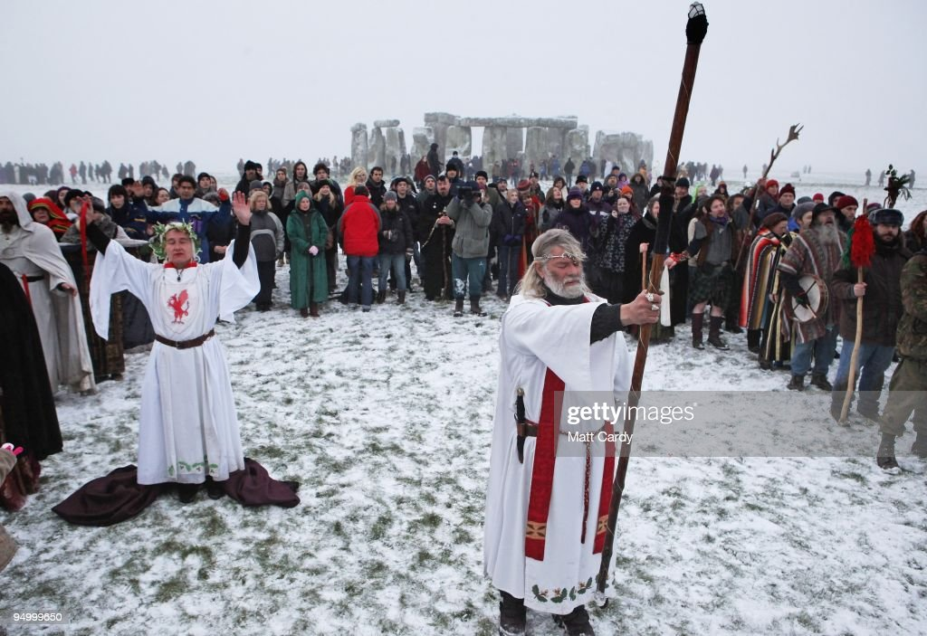 Druids Celebrate The Winter Solstice At Stonehenge : Nieuwsfoto's