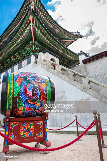 drum of gyeongbokgung palace - jong heung lee stock pictures, royalty-free photos & images