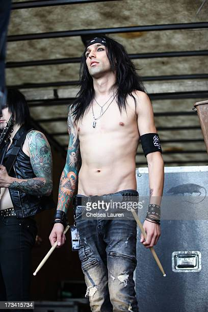 who is cc from black veil brides dating Black veil brides singer andy biersack is responding to rumors that the group will disband following their eight-date run on warped tour this summer news of the bvb breakup was first uttered by .