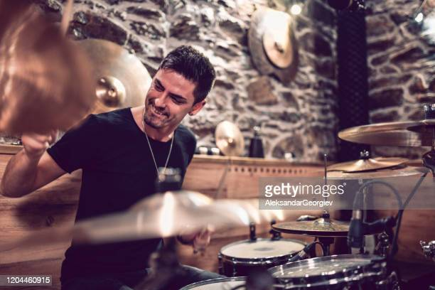 drummer hitting the drums with expert precision - pop musician stock pictures, royalty-free photos & images