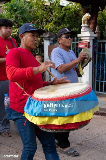 drummer in a parade. - tim bewer stock pictures, royalty-free photos & images