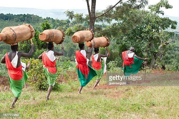 Trommler und Tänzer von Gitega in Burundi, Afrika