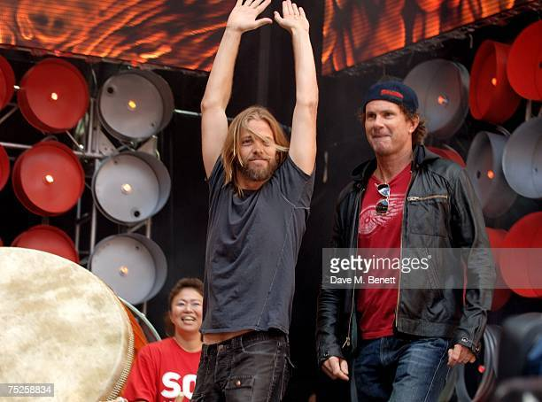 Drummers Taylor Hawkins and Chad Smith perform on stage during the Live Earth London concert at Wembley Stadium on July 7 2007 in London England Live...