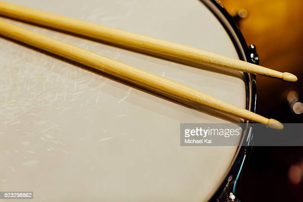 drumsticks on a drum - percussion instrument stock pictures, royalty-free photos & images