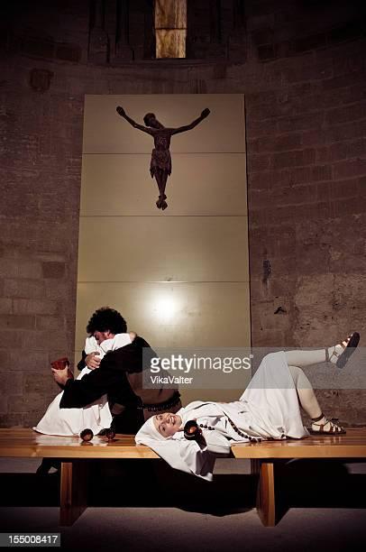 borracho monjas católicas - los siete pecados capitales fotografías e imágenes de stock