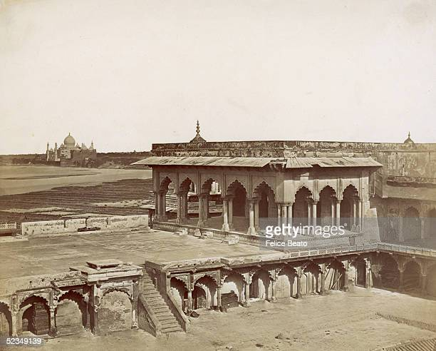 Drwar-Khans in Fort Agra, with the Taj Mahal in the background, circa 1858. The fort was built between 1156 and 1605.