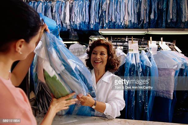 dry cleaner with customer - dry cleaner stock pictures, royalty-free photos & images