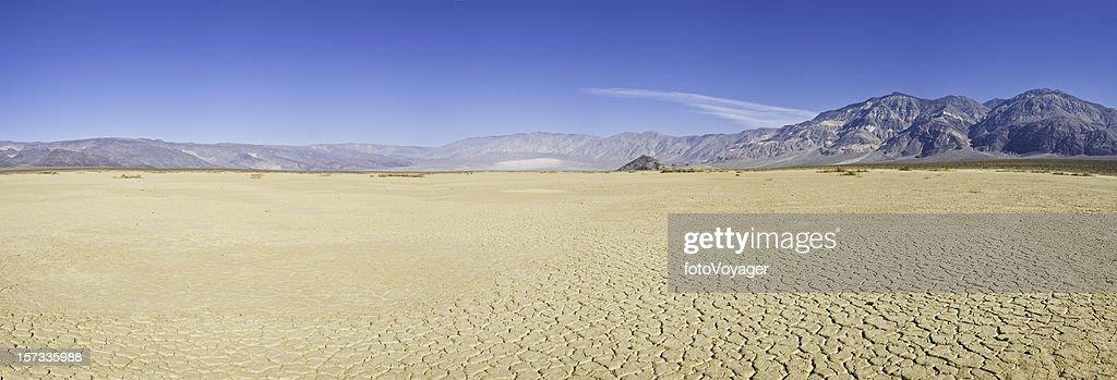 Dry lake desert vista : Stock Photo