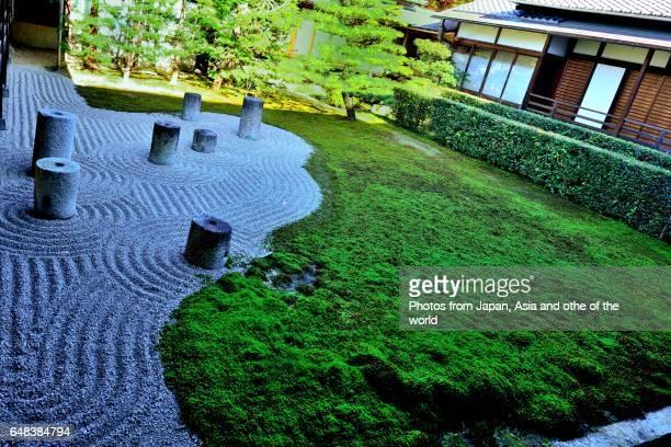 dry landscape garden of tofuku-ji temple, kyoto - 日本庭園 ストックフォトと画像