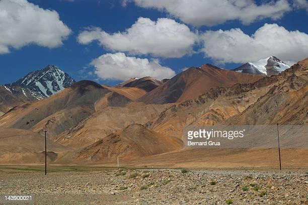 dry pamir plateau - bernard grua photos et images de collection