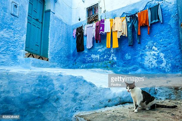 drying clothes on the streets chefchaouen, morocco,north africa - chefchaouen photos et images de collection