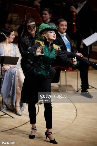 Désirée Nick moderiert 'Die Zirkusprinzessin' eine Operette in drei Akten Libretto von Julius Brammer und Alfred Grünwald mit dem Orchester und...
