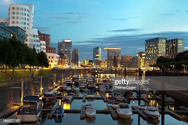 Düsseldorf-Hafen in der Dämmerung