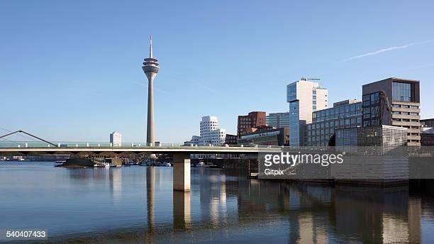 düsseldorf media harbour with the rhine tower - medienhafen stock-fotos und bilder