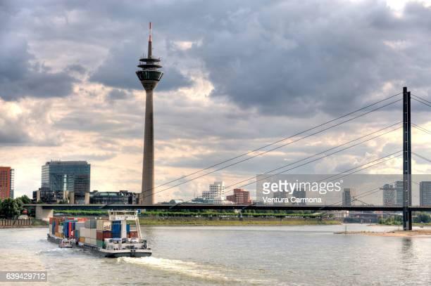 düsseldorf rhine panorama - medienhafen stock-fotos und bilder