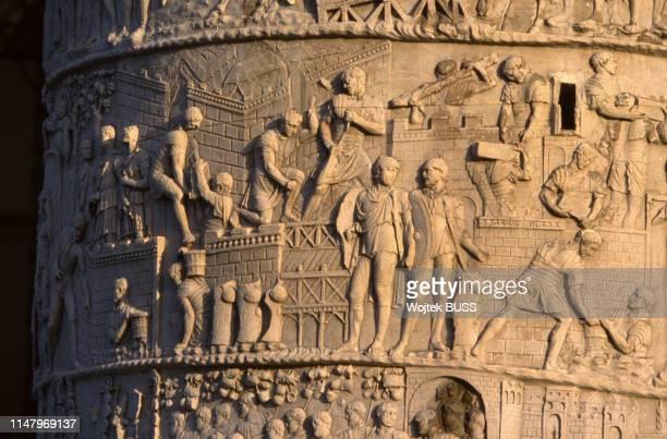 Détail de la colonne Trajane sur le forum de Trajan à Rome Italie