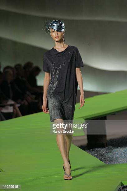 Du Juan wearing Marc Jacobs Spring 2007 during Olympus Fashion Week Spring 2007 Marc Jacobs Runway at New York State Armory in New York City New York...