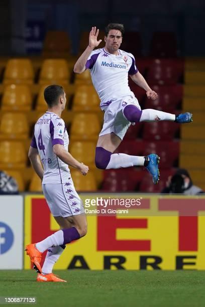 Dušan Vlahović of ACF Fiorentina celebrate after scoring a goal during the Serie A match between Benevento Calcio and ACF Fiorentina at Stadio Ciro...
