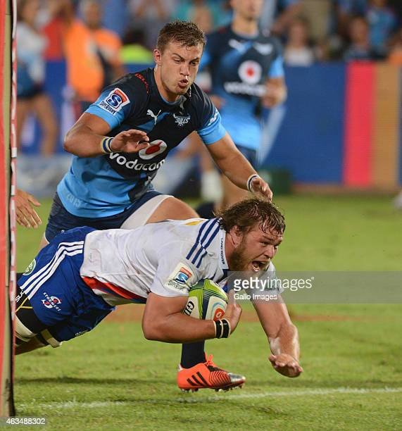 Duane Vermeulen of the Stormers scores during the Super Rugby match between Vodacom Bulls and DHL Stormers at Loftus Versfeld on February 14 2015 in...
