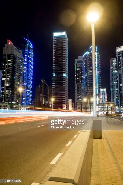 dubai at night - claire plumridge stock pictures, royalty-free photos & images