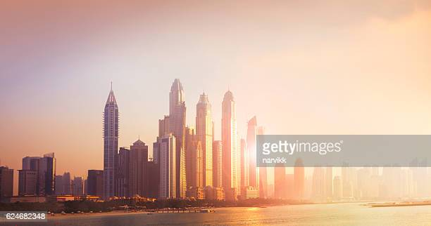 dubai marina cityscape in sunset light - dubái fotografías e imágenes de stock