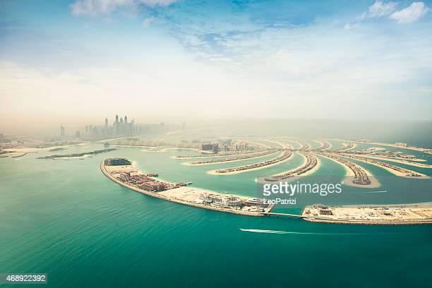 marina de dubai rascacielos y la vista aérea de isla palm - dubái fotografías e imágenes de stock