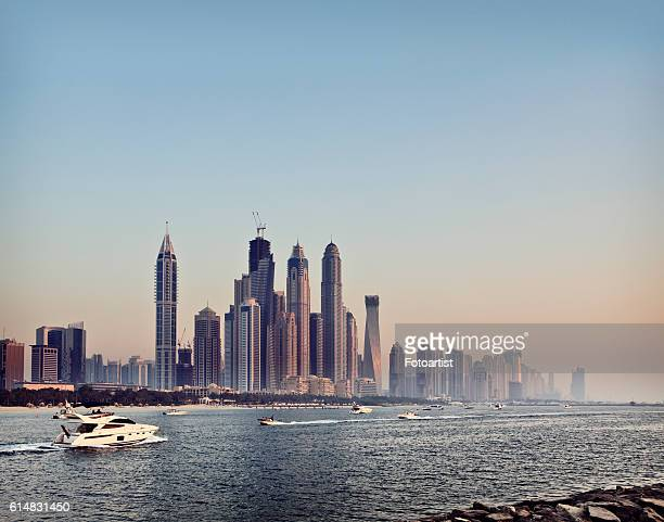 dubai skyline from the palm jumeirah - dubai strand stock-fotos und bilder