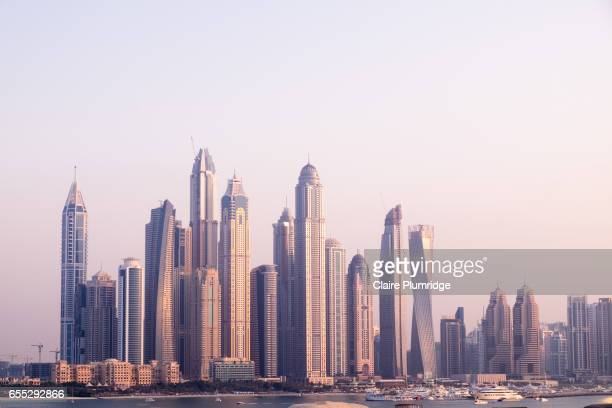 dubai skyline from the palm - claire plumridge stock pictures, royalty-free photos & images