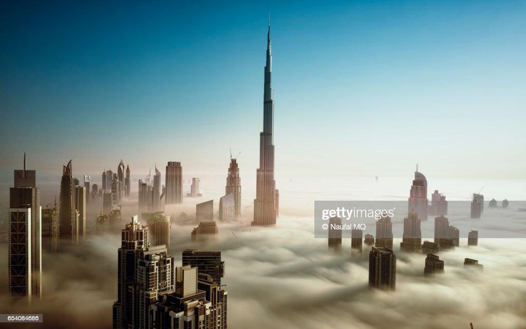 Dubai Skyline in early morning fog : Stock-Foto