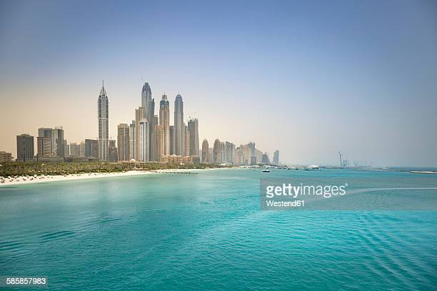 uae, dubai, skyline of dubai marina with persian gulf coast - dubai strand stock-fotos und bilder