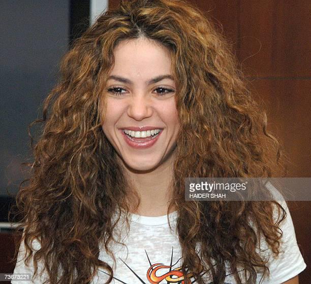 Dubai, UNITED ARAB EMIRATES: Colombian singer and ten-time Grammy award winner Shakira, smiles upon her arrival to Dubai, 22 March 2007. Shakira will...