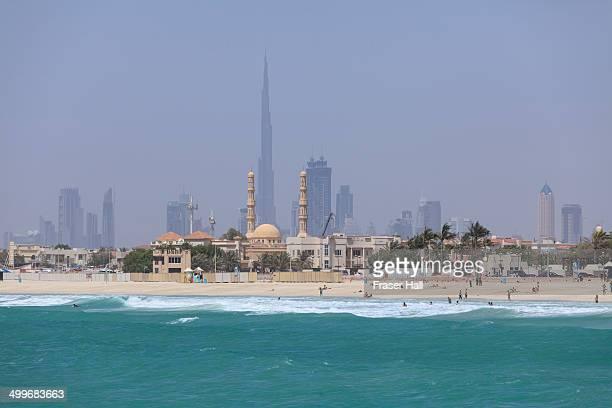 dubai, united arab emirates - land in sicht stock-fotos und bilder