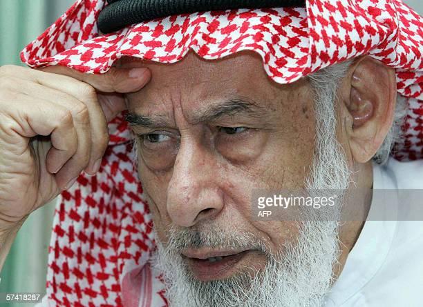 Dubai, UNITED ARAB EMIRATES: TO GO WITH AFP STORY ISLAMIC MARRIAGE Prominent Sunni-Iraqi cleric Sheikh Ahmed al-Kubaissi poses 21 April 2006 in...