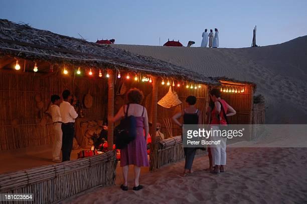 Dubai Vereinigte Arabische Emirate VAE Mittlerer Osten Asien Wüste Wüstensafari Wüstencamp bei Nacht Nachtaufnahme Touristen Reise 362003