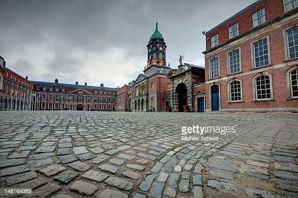 dublin castle - aguja chapitel fotografías e imágenes de stock
