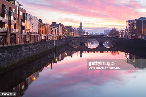 dublin city at dawn - dublin stock pictures, royalty-free photos & images