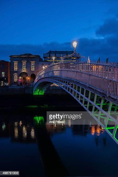 Dublin Ha'penny Bridge at night