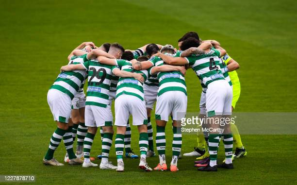 Dublin , Ireland - 1 August 2020; Shamrock Rovers players huddle prior to the SSE Airtricity League Premier Division match between Shamrock Rovers...