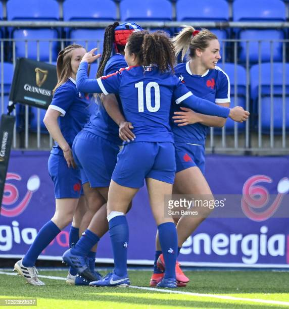 Dublin , Ireland - 17 April 2021; Romane Menager of France, right, celebrates with team-mates after scoring their side's seventh try during the...