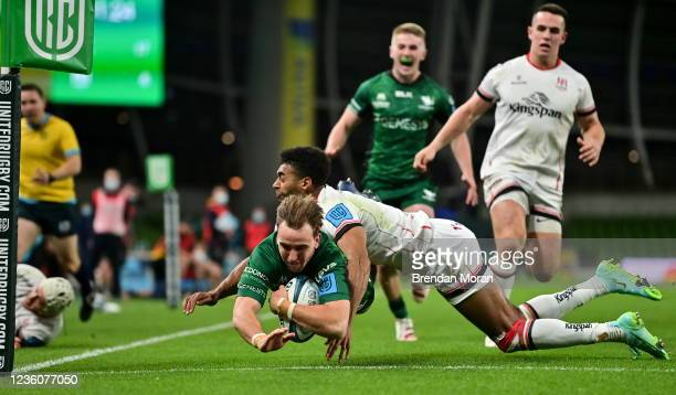 Dublin , Ireland - 23 October 2021; John Porch of Connacht scores his side's third try despite the efforts of Robert Baloucoune of Ulster during the...