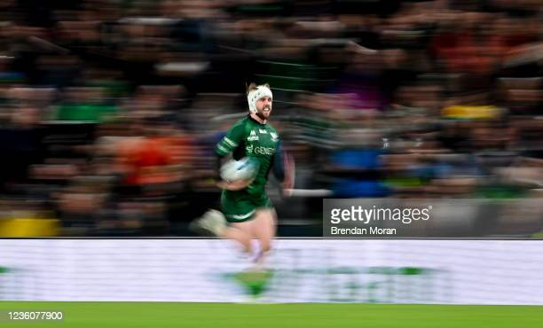 Dublin , Ireland - 23 October 2021; Mack Hansen of Connacht on the way to scoring his side's fifth try during the United Rugby Championship match...
